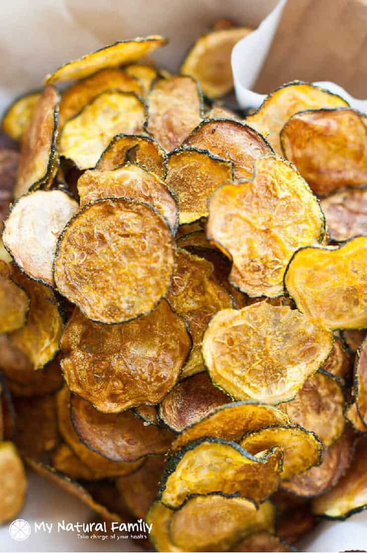 A close up of curried zucchini chips